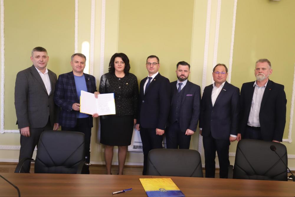 У Львівській обласній раді підписали меморандум про об'єднання та співпрацю політичних сил