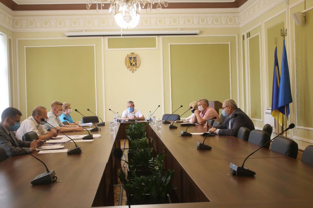 Комісія з питань освіти  розглянула звіти про виконання обласних програм