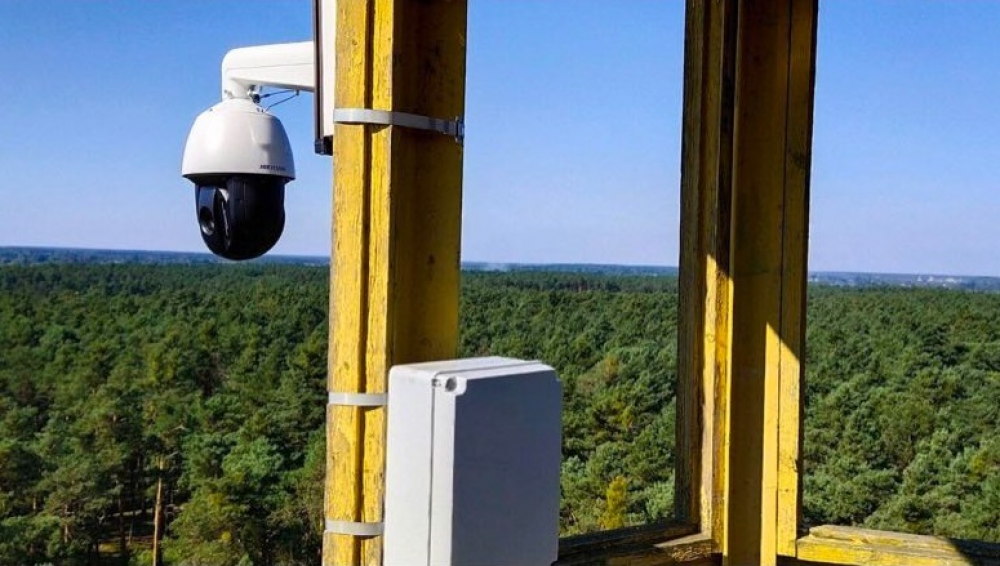 Жовківські лісівники встановили сучасну систему відеонагляду у Соснівському лісництві